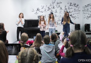 Open-kids-in- Open-Art-Studio-fan-miting-okt-2014-39