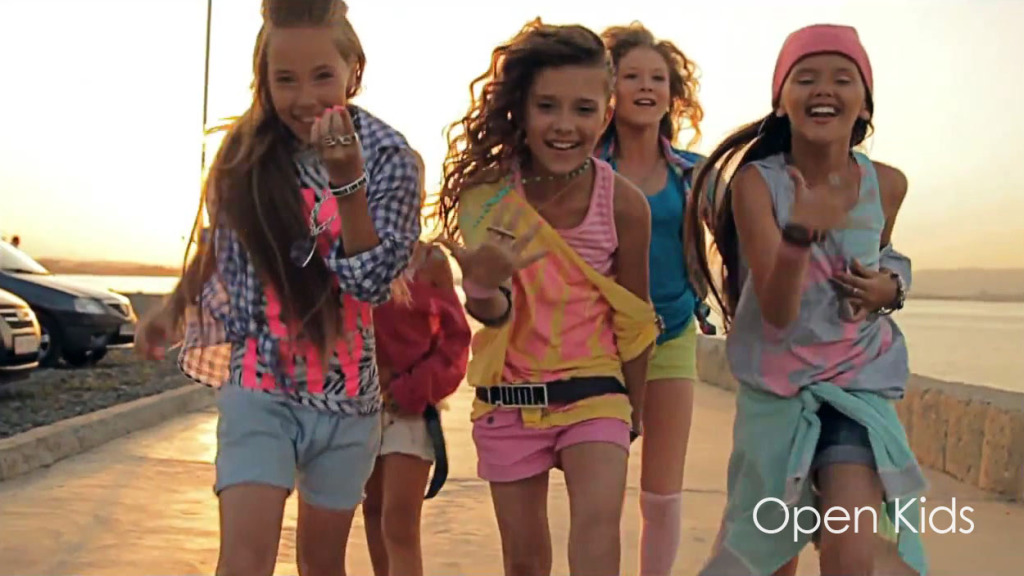 open-kids-show-girls-music-video-134